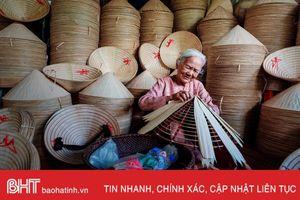 Bức ảnh cụ bà Việt Nam làm nón lá nổi bật trên National Geographic