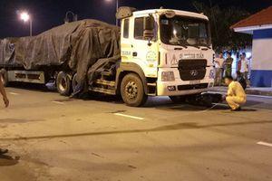 Kinh hoàng xe đầu kéo cuốn xe bảo vệ KCNC vào gầm vì bị truy đuổi