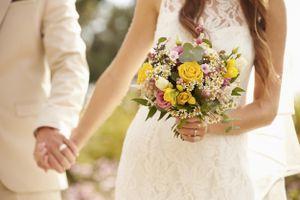 Sau lời nói của mẹ chồng, cô dâu tháo vàng trả ngay trong đám cưới