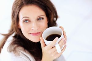 Tại sao bạn không nên uống cà phê khi đói?