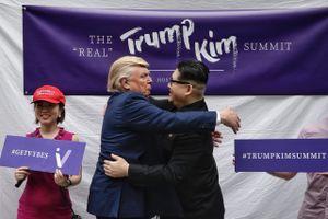 'Bản sao Trump – Kim' thân thiết khuấy động Singapore trước thềm hội nghị thượng đỉnh