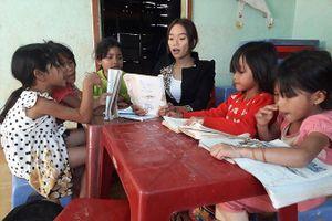 Lớp học miễn phí của cô giáo Jrai khuyết tật
