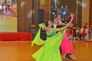 Gần 200 VĐV tham gia tranh tài khiêu vũ thể thao Cúp Phượng Hoàng Trung Đô