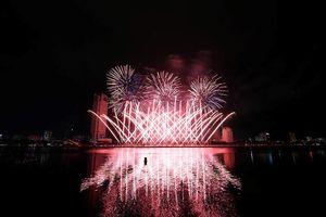 Mãn nhãn với bữa tiệc kết hợp Rock-pháo hoa trên sông Hàn