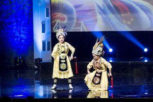 Đôi song ca tí hon nhất Việt Nam