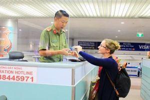 Nhật, Hàn 'mở toang' chính sách visa để hút khách