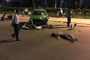 Hà Nội: Xe máy va chạm với taxi Mai Linh, 2 người bị thương nặng