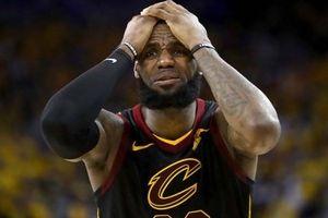 SỐC! Lebron James đã thi đấu chung kết NBA với một bàn tay bị thương