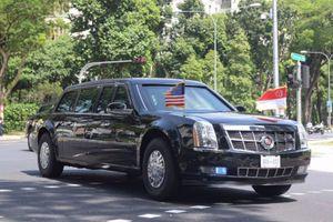 ''Quái thú'' của Tổng thống Trump rời khách sạn Singapore với hơn 30 xe hộ tống