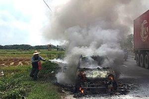 Liên tiếp 2 xe ô tô bốc cháy dữ dội tại Quảng Ninh