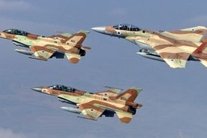 Israel dội bom phá hủy đường hầm chạy từ Dải Gaza ra Địa Trung Hải