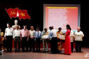 Đảng bộ Hưng Bình (TP. Vinh): Trao Huy hiệu Đảng tặng 36 đảng viên