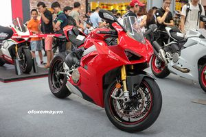 Cận cảnh Ducati Panigale V4S giá gần 1 tỷ đồng tại Việt Nam