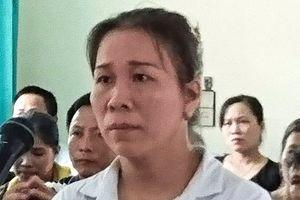Nữ tiểu thương hắt tiết lợn vào người chủ tịch huyện lĩnh 4 tháng tù