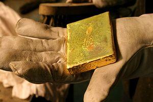 Giá vàng nhích nhẹ trước thềm thượng đỉnh Mỹ-Triều, Fed tăng lãi suất