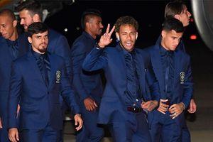 Neymar cùng dàn sao Brazin đặt chân tới Nga dự World Cup