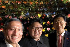 Tổng thống Kim Jong-un vui vẻ selfie cùng ngoại trưởng Singapore