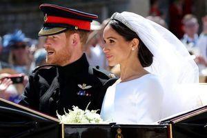 Khoảnh khắc trao nhẫn cưới của Hoàng tử Harry và Meghan Markle