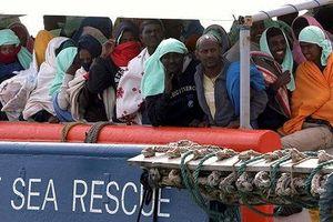 Tây Ban Nha tiếp nhận hơn 600 người di cư mắc kẹt trên Địa Trung Hải