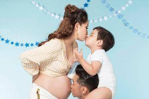 Khánh Thi nhập viện cấp cứu lúc nửa đêm, đã hạ sinh con gái