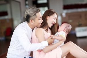 Khánh Thi vừa hạ sinh con gái cho Phan Hiển