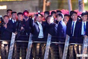 Ông Kim Jong Un chụp ảnh 'tự sướng'