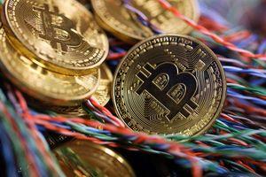 Giá Bitcoin thấp nhất từ tháng 2