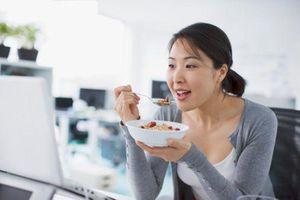 Dân văn phòng nhất định đừng bỏ qua những loại thực phẩm giúp hạn chế bức xạ máy tính