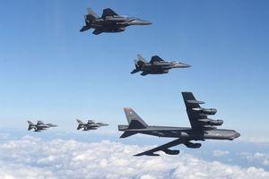 Mỹ đưa B-52 đến Biển Đông, Trung Quốc tập bắn tên lửa đối phó