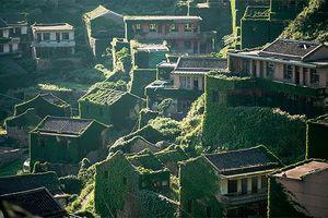 'Lạnh gáy' với những hình ảnh về một ngôi làng tại Trung Quốc bị mẹ thiên nhiên 'nuốt chửng'