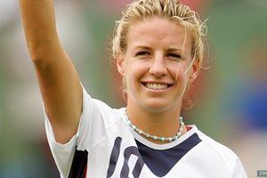 Cựu cầu thủ trở thành nữ bình luận viên đầu tiên tại World Cup