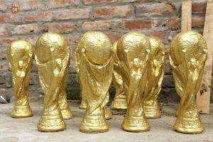Khi Live it up vang lên, cúp vàng World Cup 'made in Bát Tràng' đã xuất hàng sang Nga.