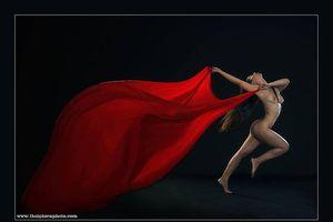 Cận cảnh triển lãm ảnh nude 18+ của nghệ sĩ Thái Phiên
