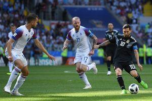 Đá với 'chiến binh Viking' Iceland, Ronaldo cũng từng 'đóng băng' như Messi