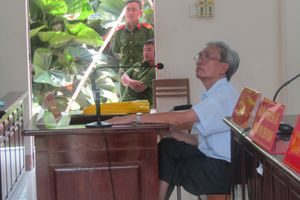 Nguyễn Khắc Thủy tự nguyện đến nhà tạm giữ để thi hành án dâm ô trẻ em