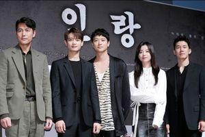 Họp báo 'Inrang': Han Hyo Joo xinh như mộng, lạc trôi giữa loạt tài tử điển trai xứ Hàn