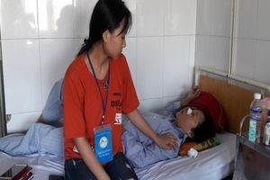 Hà Tĩnh: Xin đi nhờ không được, nữ nông dân còn bị đánh gãy mũi