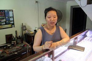 Bản tin 20H: Táo tợn giật phăng túi nhẫn từ tay chủ tiệm vàng ở Hà Nội