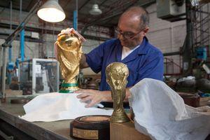 Cận cảnh quá trình ra đời chiếc cúp vàng World Cup trị giá 456 tỷ đồng