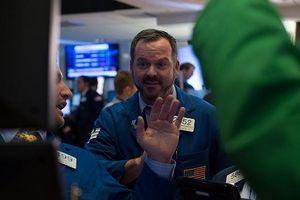 Standard Chartered: Dòng tiền trên thị trường chứng khoán đang chuyển hướng