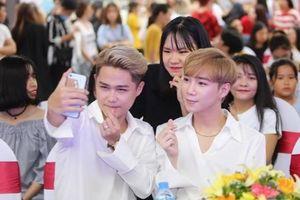 Đức Phúc cùng NIT gây ấn tượng mạnh với đại sứ Hàn Quốc