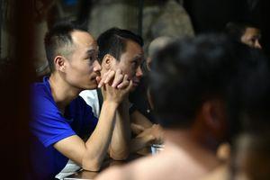 Bệnh nhân tim, chạy thận kìm nén cảm xúc khi xem World Cup