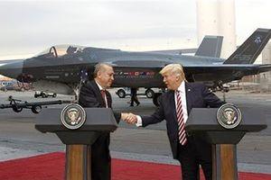 Mỹ vừa chuyển F-35 cho Thổ vừa run