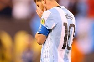 Mẹ Messi đau khổ vì con trai
