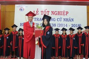 Hàng trăm sinh viên ĐH Huế tốt nghiệp loại khá, giỏi