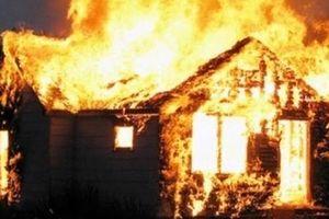 Nghệ An: Cãi nhau với vợ, chồng bất ngờ châm lửa đốt nhà