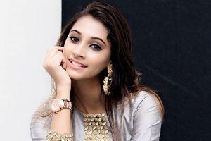 Cô gái 19 tuổi lên ngôi Hoa hậu Ấn Độ 2018 đẹp mê mẩn