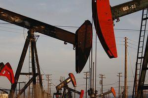 Tồn kho giảm mạnh, giá dầu Mỹ hồi sức