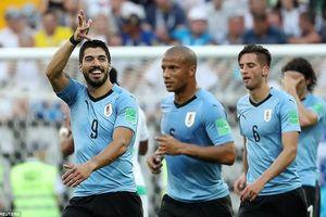 Suarez ghi bàn thắng ở trận đấu thứ 100, Uruguay tiễn Saudi Arabia và Ai Cập về nước