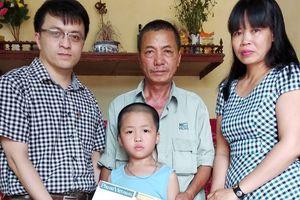 Báo PNVN trao quà hỗ trợ con trai nữ nhà báo Đặng Tuyền
